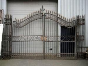 portail-chateau-baroque-fer-forge-deux-vantaux-colonnes